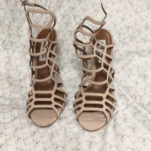 Nude/pink heels